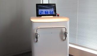 図1 富士ゼロックスが開発した自走式プリンターの外観。シェアオフィスやカフェなどで仕事をするノマドワーカーの利用を想定している。プリンターは中に収納されているため、外観はプリンターには見えない