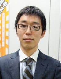 内外薬品取締役で東京支社長の笹山敬輔さん。35歳。富山県出身。筑波大大学院修了。「ケロリンおけ」の採用を決めた笹山忠松さん(当時、内外薬品副社長)は祖父。父の笹山和紀さんは内外薬品社長