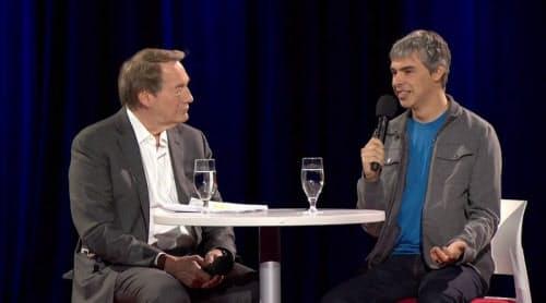 右はGoogle CEOのLarry Page氏、左はトークショーホストのCharlie Rose氏(出典: TED)