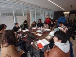 事業計画コースでは1班9人で対象物件や周辺エリアを調査。3日間で具体的な事業提案を作成