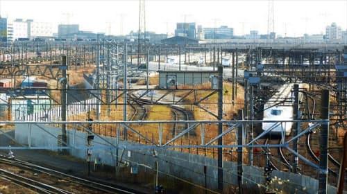 品川区八潮にある新幹線大井車両基地と東京貨物ターミナル駅(写真左)。写真左手に見えるコンテナ車両の奥にりんかい線の車庫(東臨運輸区)がある(写真:大野雅人)