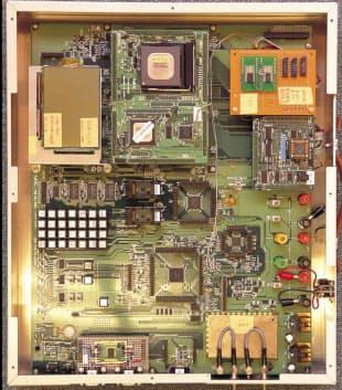 NECによるiモードの試作ボード(写真:栗原克己)