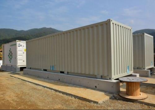 図2 徳之島の「御船徳之島太陽光発電所」では、韓国サムスンSDI製のリチウムイオン蓄電池を採用した(出所:エジソンパワー)