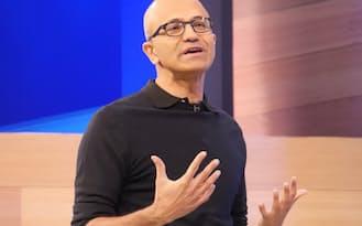 開発者会議の基調講演に登壇しマイクロソフトの新戦略を発表するサティア・ナデラCEO