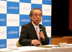 会見するJASRACの菅原瑞夫理事長(2015年5月8日、東京都渋谷区)