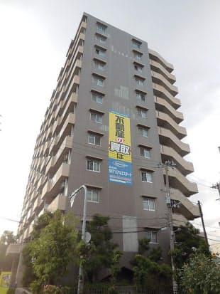 問題となっている大阪市平野区の賃貸マンション「サニークレスト平野西脇」。1999年に竣工(写真:SKYリアルエステート)