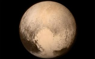 日本時間の7月14日午前5時ごろに撮影された冥王星 (Photograph by NASA)