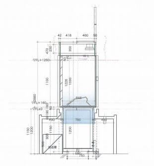 水槽の短手断面。水槽は厚さ約10cmのガラス製。水槽の土台となる鉄骨フレームには振れ止めをつけ、地震の際に水槽が倒れないようにしている(資料:丹青社)
