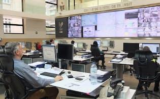 図2 バレンシアで交通情報を集約する交通管理センター。市内300kmにおよぶすべての自動車や交通機関の流れをスクリーンに表示して最適にコントロール(撮影:日経BPクリーンテック研究所)