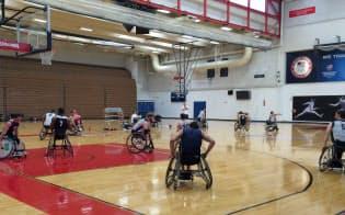 パラリンピックをめざす車いすバスケットボール米国チームの練習風景