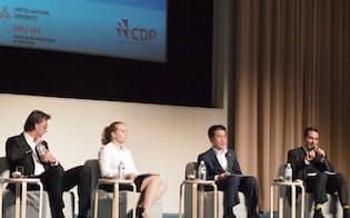 花王の吉田勝彦専務(右から2番目)、ノルデア銀行の機関投資家(左端)などを前に、自社の水戦略について語った