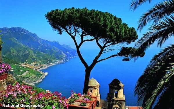 海抜約350メートルのラベッロは、アマルフィ海岸を見下ろすバルコニーのようなところだ。(Photo: Courtesy of the Belmond Hotel Caruso)
