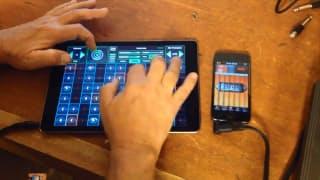 スマホやタブレットが楽器になるアプリ「Geo Shred」(公式デモ動画より。スライドギターを演奏している様子)