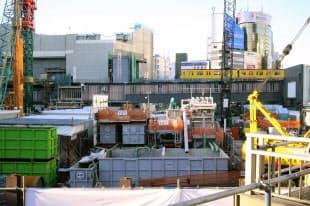 図2 渋谷駅街区の再開発では、駅直結のビル3棟を建てる計画(写真:日経アーキテクチュア、2015年11月撮影)