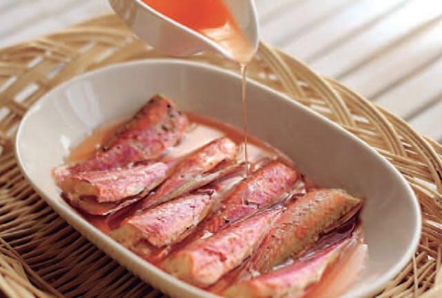 山口県の「萩の金太郎」。オイル漬けで雑魚が高級魚に変身