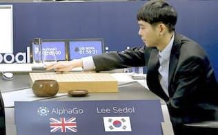囲碁AI「AlphaGo」との第3戦に臨むイ・セドル九段(2016年3月12日、ソウル)=グーグル提供・共同