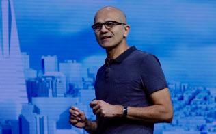 開発者向け会議の基調講演でマイクロソフトの戦略を説明するサティア・ナデラ最高経営責任者(CEO)