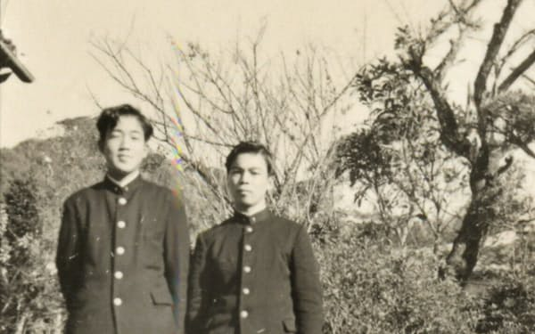 高校時代。親友・川上満洲夫君(右)と