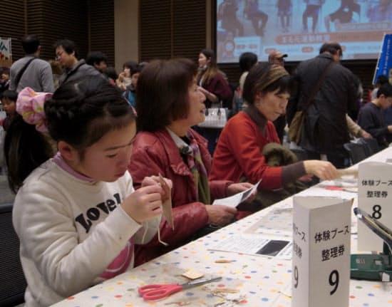 北海道上士幌町の交流イベントでは来場者向け体験ブースも(1月24日、大阪市)