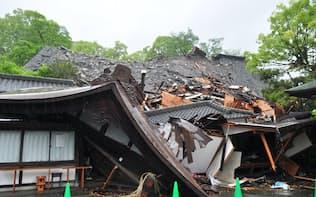 熊本城が損壊し、下の神社まで崩落した(熊本市中央区)