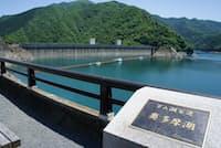 東京都民の水がめ、奥多摩湖はダム建設で生まれた人造湖だ