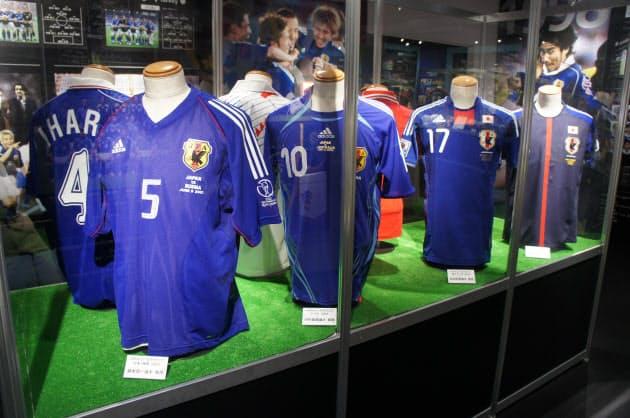 ユニフォーム 代表 サッカー 歴代 日本 【歴代】サッカー日本代表のユニフォームは個性的なデザインが多い?