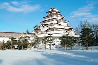鶴ヶ城は赤い瓦が特徴。通常の瓦だと凍結膨張して割れてしまうため、釉薬(ゆう やく)をかけた瓦が使用されている