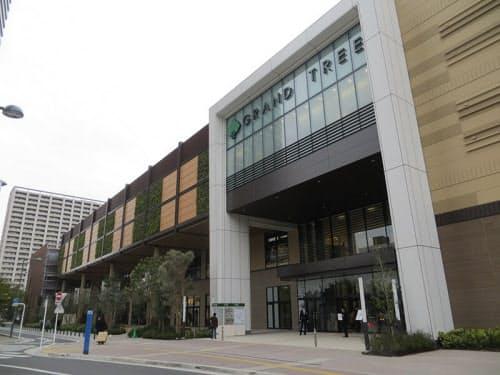 3167e46c8705c 「グランツリー武蔵小杉」は東急・JR武蔵小杉駅から徒歩4分。地上4階・地下2階建てで1~4階が店舗、地下1~2階が駐車場(約820台)