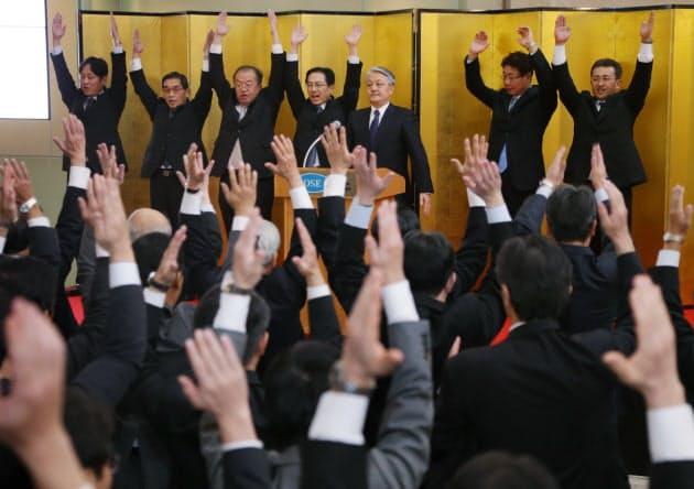 胴上げ・手締め・万歳三唱… 日本人の3月民俗学|NIKKEI STYLE