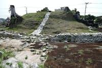 都市計画道路の建設が再開され、高尾山古墳は取り壊される予定だ。