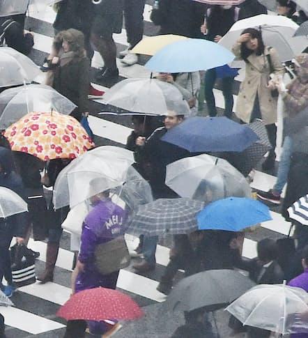 雨降りの日は、頭痛やめまいを感じる人も(写真はイメージ)