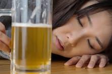 酒を飲むと、嘔吐してしまうことがあるのはなぜか=PIXTA