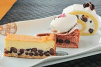 ロールケーキやガトーショコラ、チーズケーキにも豆のおいしさが生かされている