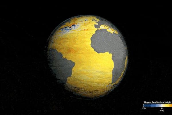 NASAの人工衛星は、1992年から2014年までの地球の海面水位の変化を測定してきた。地球儀上の青い色の海域では海面水位は低下していて、オレンジ色と赤の海域では上昇している。1992年以降、地球の海面水位は平均で約8cm上昇している。(Video courtesy NASA's Scientific Visualization Studio)