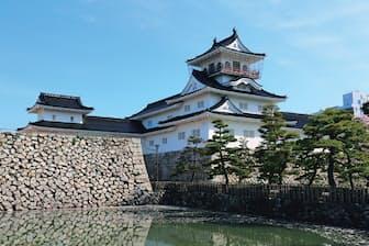 天守は第2次世界大戦後に、犬山城や彦根城を参考に造られたとされる。往時の姿に忠実とはいえないが、現在ではその姿は町の顔として定着している。富山県富山市本丸1 JR富山駅から徒歩約10分