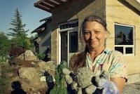 ヘンプの破片と石灰を混ぜた「ヘンプクリート」を建材に使った家。ヘンプクリートは、防かび性や通気性に優れ、環境に優しいことを売りにしている