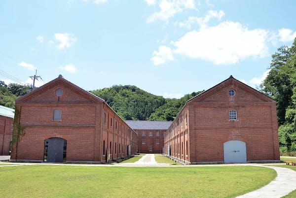 明治時代から大正時代にかけて建造された赤れんが倉庫。全12 棟のうち8棟は国の重要文化財に指定されている。舞鶴市は5棟所有
