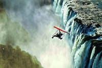 「雷鳴とどろく水煙」と呼ばれるビクトリアの滝。(Photo: Courtesy of the Royal Livingstone Hotel)