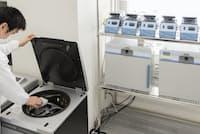 遺伝子検査の利用は急速に広がっている(東京都内のディー・エヌ・エーの解析センター)