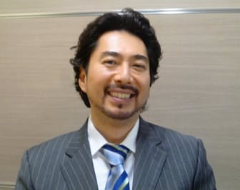 「日本ほど聴衆の忠誠心を感じる国はない」と語るバリトン歌手、キュウ・ウォン・ハンさん(東京・大手町の日本経済新聞社で)