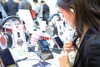 ハイレゾ対応プレーヤーはオーディオフェアでも注目度が高い(東京・秋葉原で2015年12月開かれたポータブルオーディオフェスティバル2015)