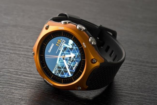 アウトドアで使うことを想定したスマートウォッチ「Smart Outdoor Watch WSD-F10」(写真:大橋宏明)