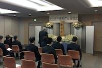 東京都足立区は4日、引き取り手がなかった遺体のための追悼式を庁舎内で開いた