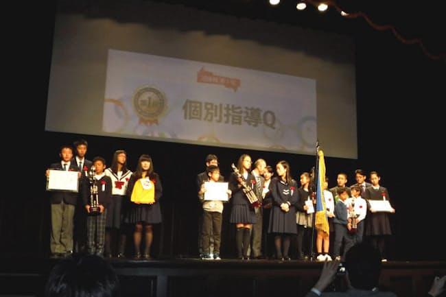 「速読甲子園」で表彰された優秀な学生たち