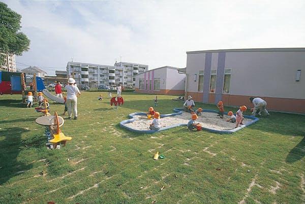 豊田市内にあるトヨタの社内託児所は夜10時まで子どもを預けられる