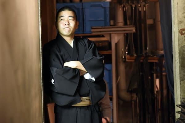 舞台袖から学ぶ立川笑二さん(東京都武蔵野市)