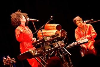 イベイーはリサ=カインデ・ディアス(左)とナオミ・ディアスの双子デュオだ=写真 Masanori Naruse(提供 ビルボードライブ東京)