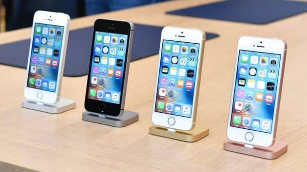 b95d6bb9e9 4型液晶を採用した小型モデル「iPhone SE」。見た目は旧世代の「iPhone 5s」そのものだが、中身は最新モデル「iPhone  6s」とほぼ同等に仕上げた