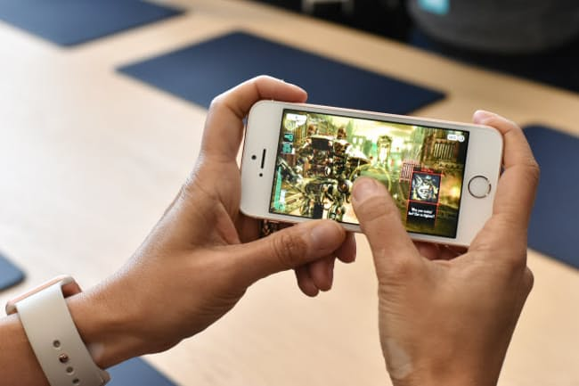 f844452191 かねて登場が噂されていた小型iPhone「iPhone SE」をアップルが発表した。かつての主力モデル「iPhone 5s」と同じデザイン のボディーに、最新モデル「iPhone 6s」と ...