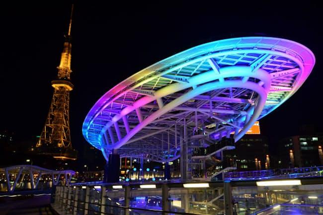 久屋大通公園にある「名古屋テレビ塔」とテレビCMで有名となった「オアシス21」が織りなす名古屋の夜景 画像提供:(公財)名古屋観光コンベンションビューロー
